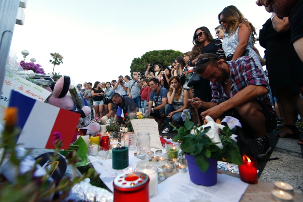 europe-attacks-nice-truck-attack-tribute-victims-bastille-day