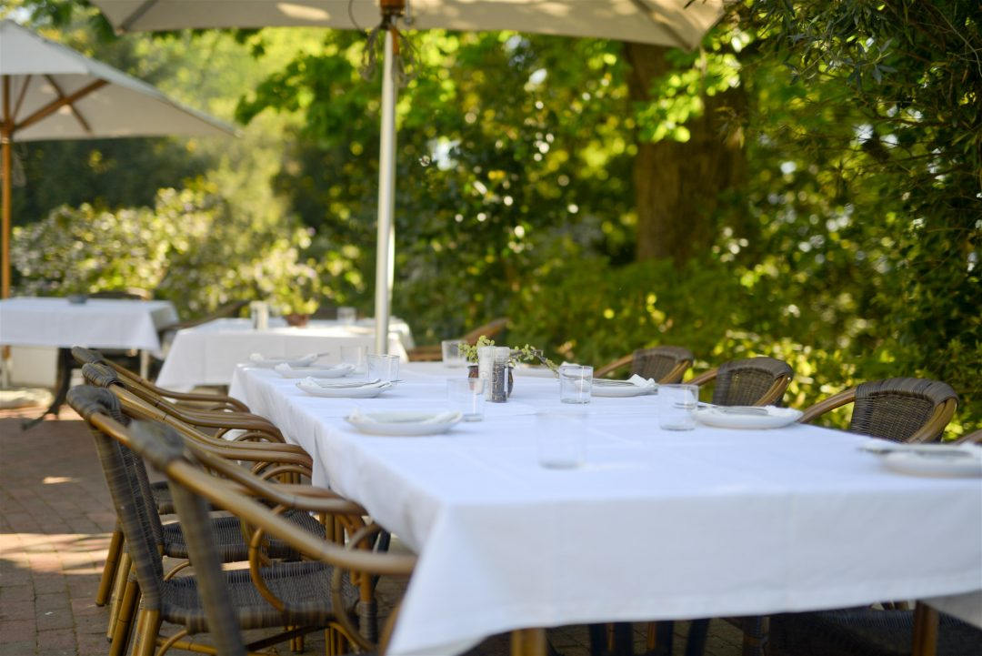 Spring into Picnic Season with Hartenberg | HOSPITALITY HEDONIST -SOUTH AFRICAN TRAVEL | FASHION | LIFESTYLE image 2