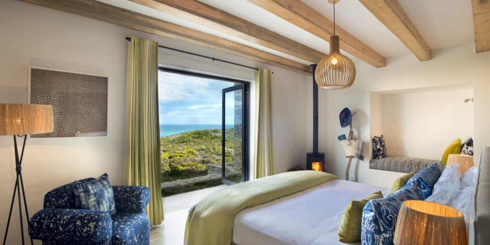 morukuru-ocean-house-bedroom-with-view-p1a023oh9j1g2u1eg1156q1v208hl-1400x700_c