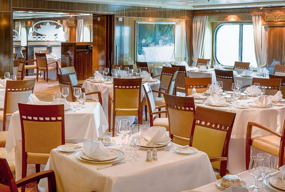 Britannia Club Restaurant 960x646 - Cruising the Queen Mary 2